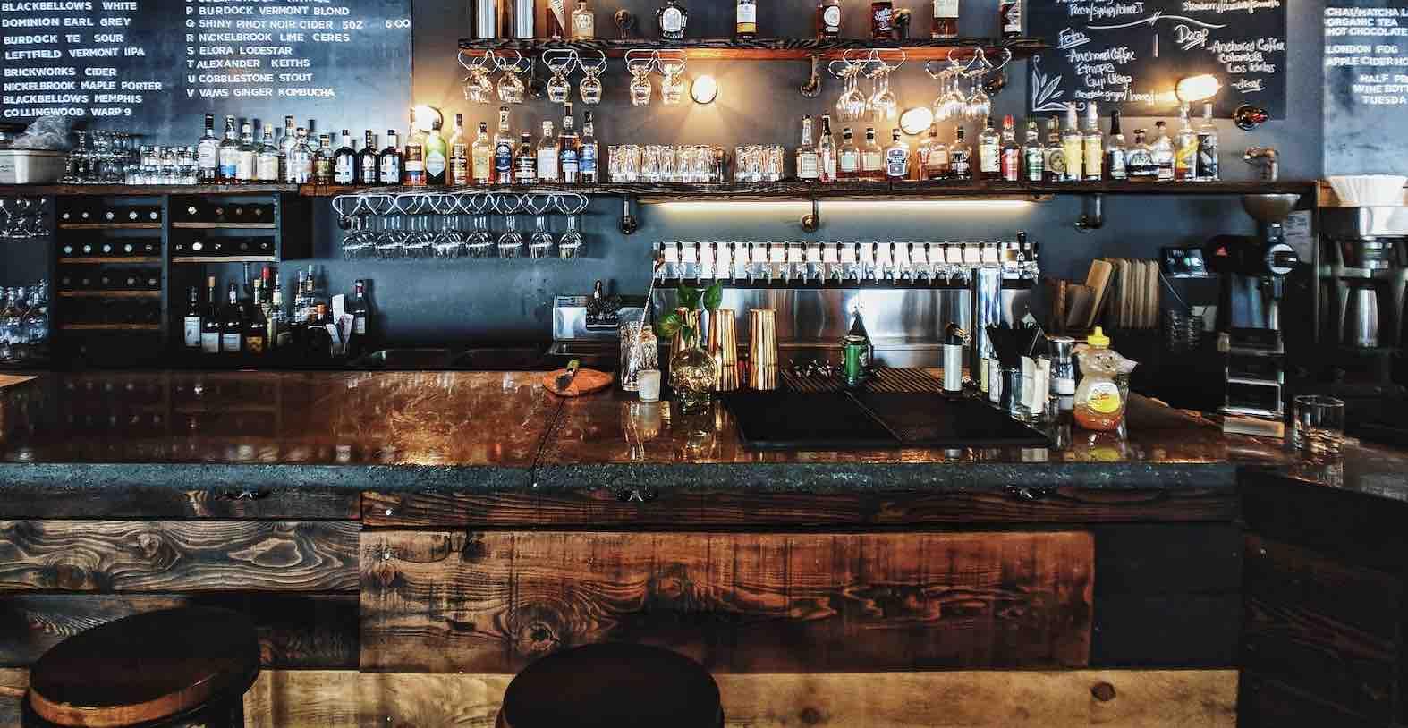 ouvrir un bar à thème